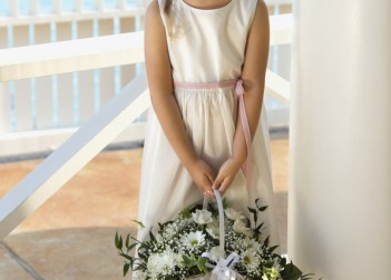 Flower Girls' Baskets and Posies Flowergirl 9499128 s 351x252