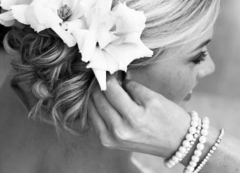 about photo  Floral Head Dresses Flowers in Hair 15540961Small 351x252