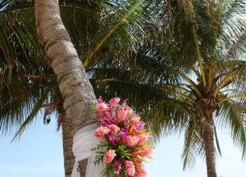 Silk Arrangements Tropical wedding 3939740Small 351x252
